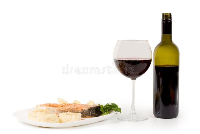 Сервировка salmon и красного вина стоковые фотографии rf