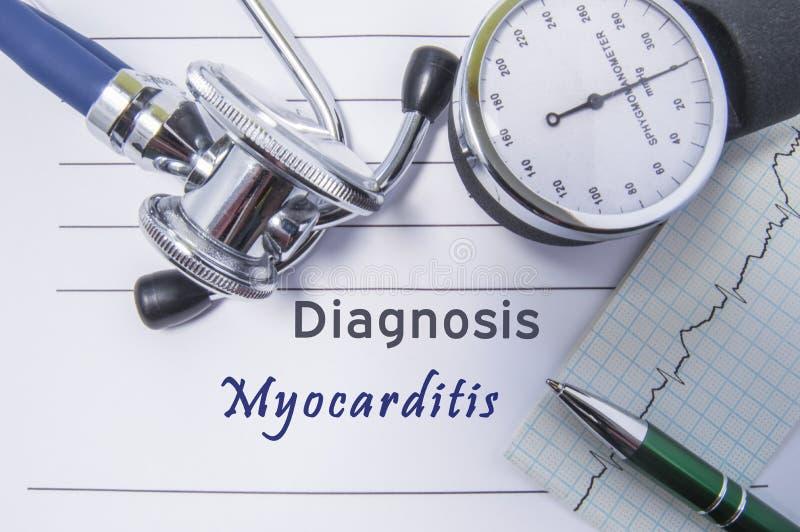 Сердечный миокардит диагноза Медицинский отчет о формы при написанный диагноз миокардита лежа на таблице в шкафе доктора, surroun стоковые фотографии rf