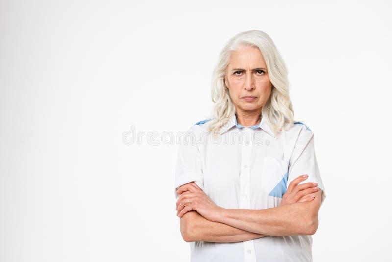 сердитая возмужалая женщина портрета стоковые фото