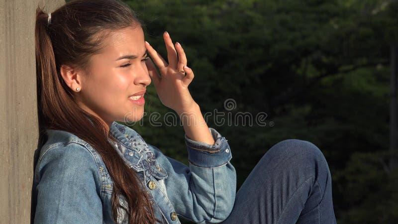 Сердитая усиленная и обезумевшая предназначенная для подростков девушка стоковые изображения
