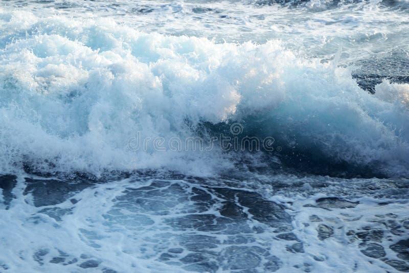 Сердитые волны с моря стоковая фотография rf