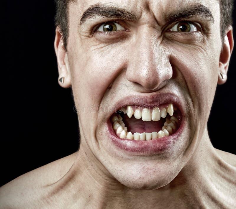 сердитый злющий усиленный человек гримасы стоковая фотография rf