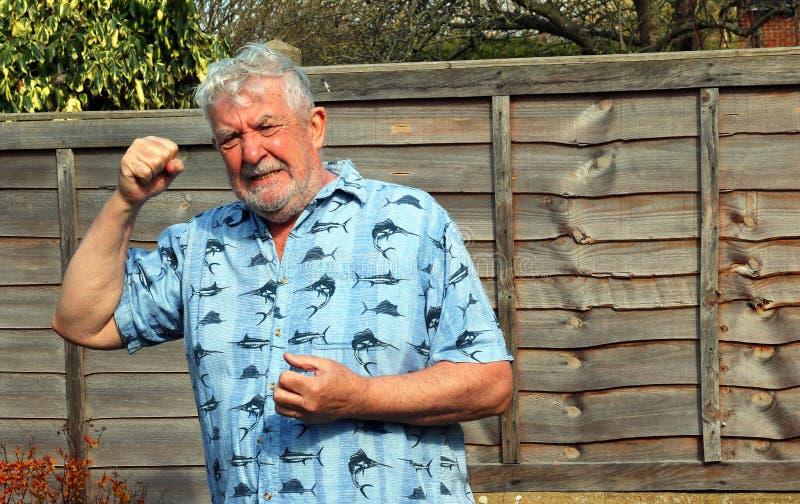 Сердитый и жестокий старший человек стоковая фотография rf