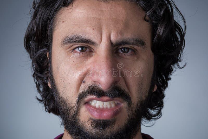 Сердитый плача человек с бородой стоковые изображения rf
