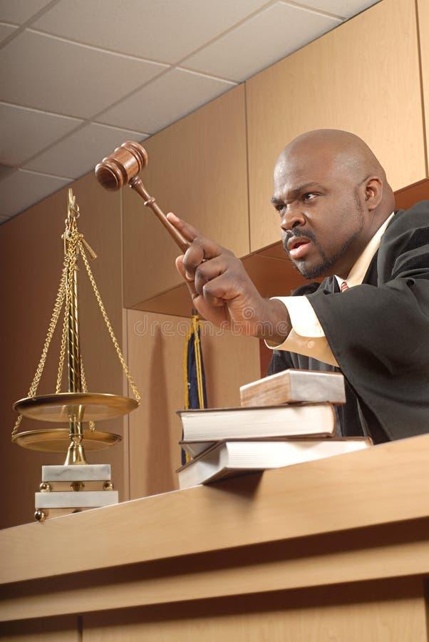сердитый судья стоковые фото