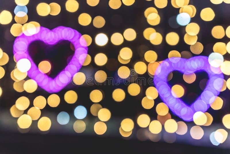 2 сердца дня валентинки сделанного от светлого Bokeh стоковое изображение rf