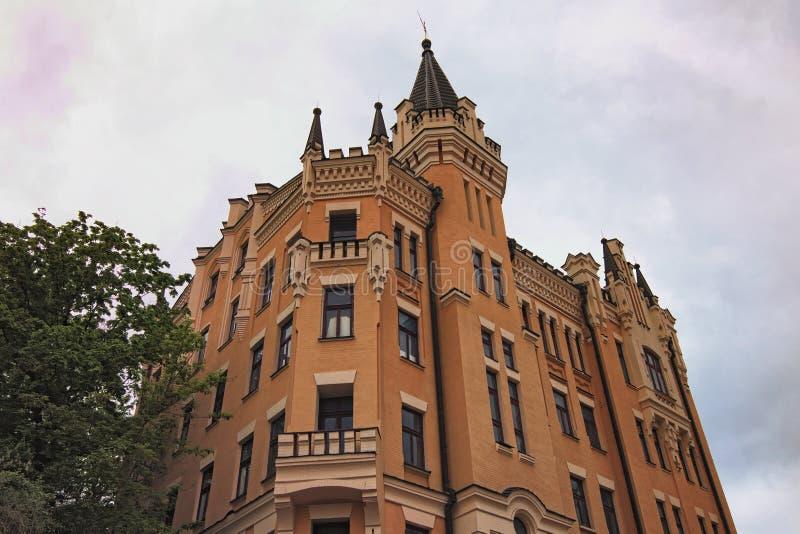 Сердце- Замк-льва Ричард poeticized имя номера дома пятнадцатого на спуске Andriyivskyy в Киев стоковое фото