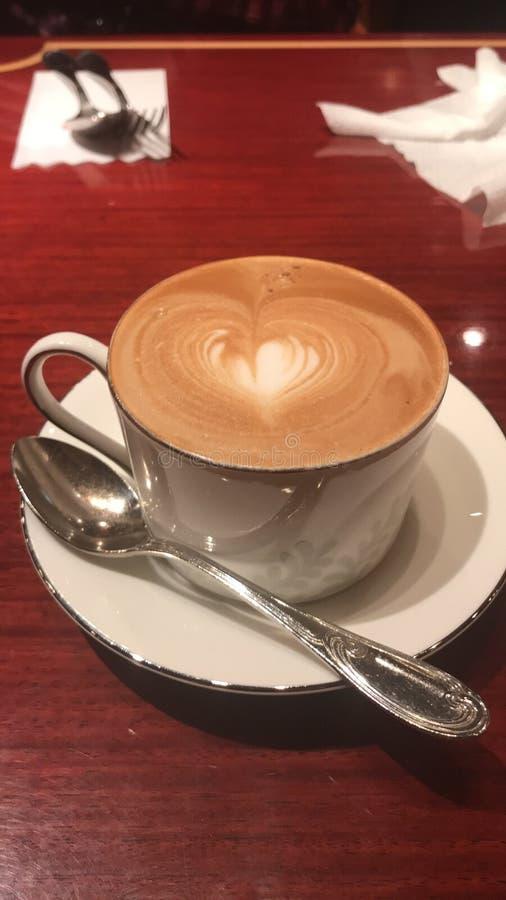 Сердце капучино стоковая фотография rf