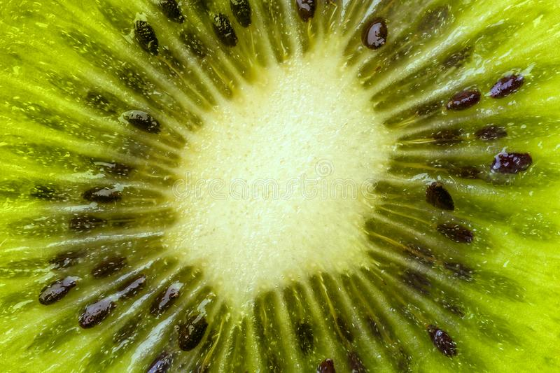 Сердце плодоовощ кивиа с концом-вверх семян в отрезке стоковые фотографии rf