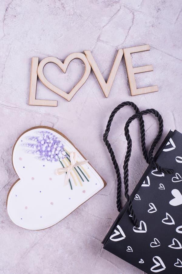 Сердце пряника, деревянная влюбленность, пакет стоковое изображение rf