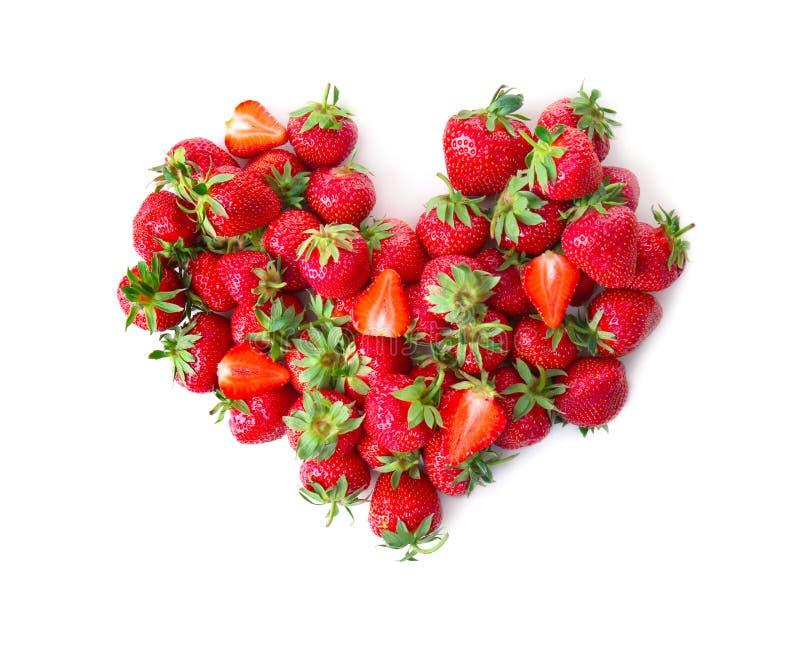 Сердце сделанное из зрелых красных клубник на белой предпосылке стоковые изображения rf