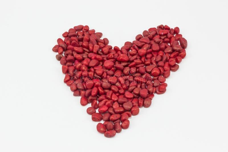 Сердце, сделанное красными камнями стоковое фото