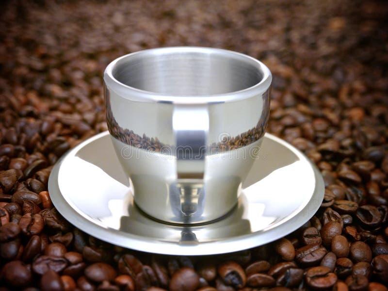 Серебристая металлическая чашка эспрессо стоковое изображение rf