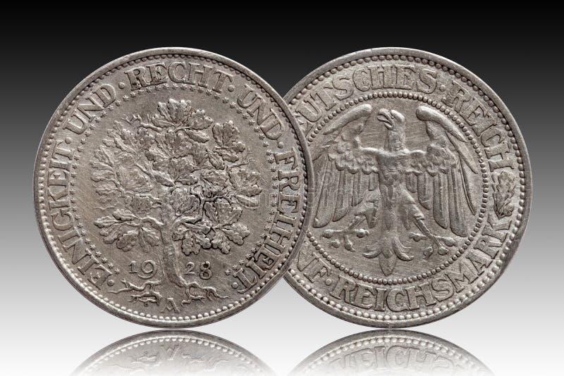 Серебряная монета 5 Германии немецкая республика Веймара дуба 5 меток стоковые фотографии rf