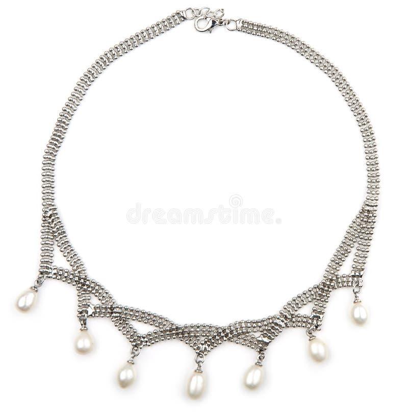 Серебряное ожерелье при изолированная перла стоковая фотография