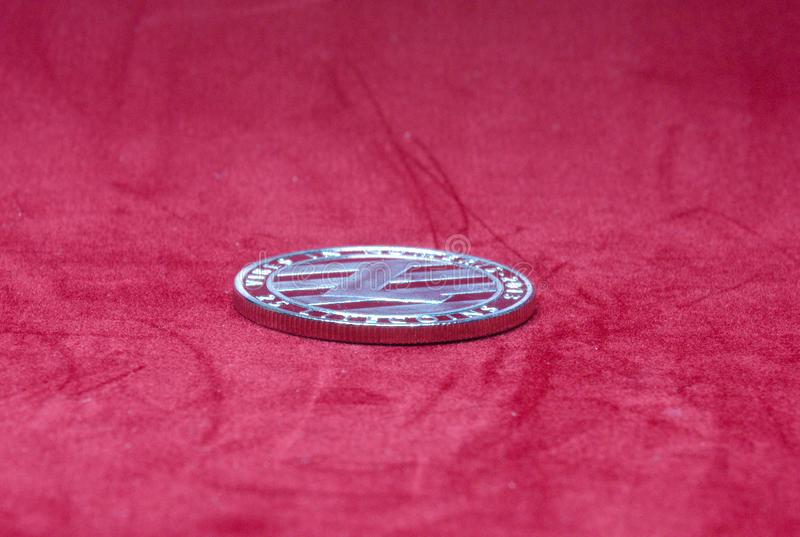 Серебряное litecoin на красной предпосылке стоковое изображение rf