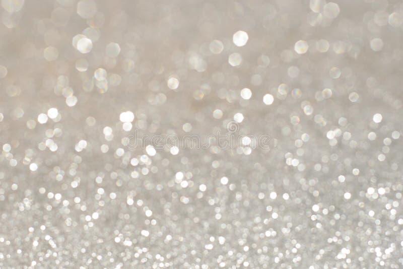 Серебряные блестящие света рождества Запачканный абстрактный bac праздника стоковое фото