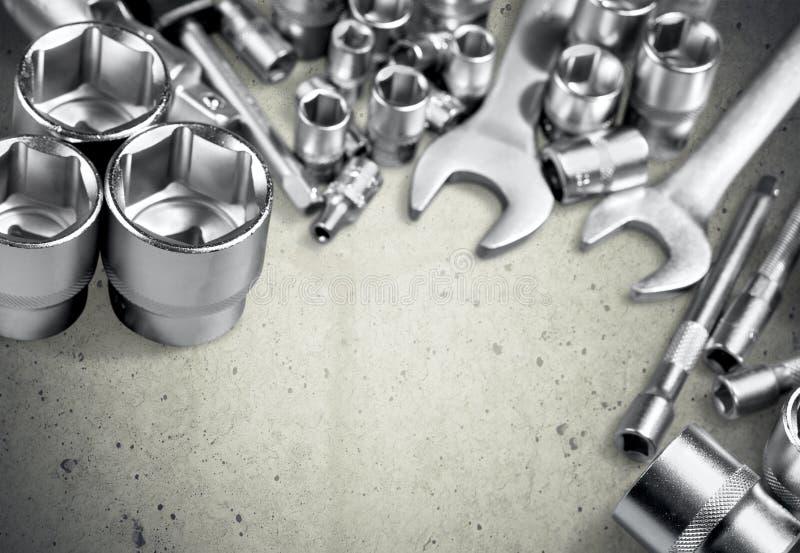 Серебряные инструменты для работы изолированной на серой предпосылке стоковая фотография rf