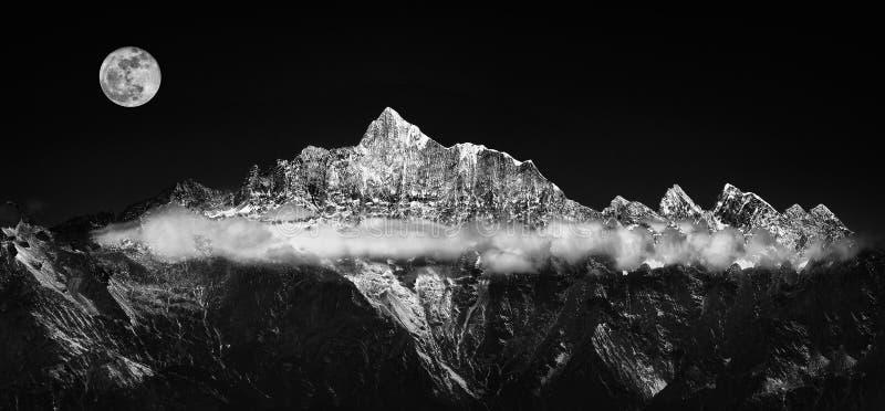 Серебряные пояс или гора снега стоковая фотография