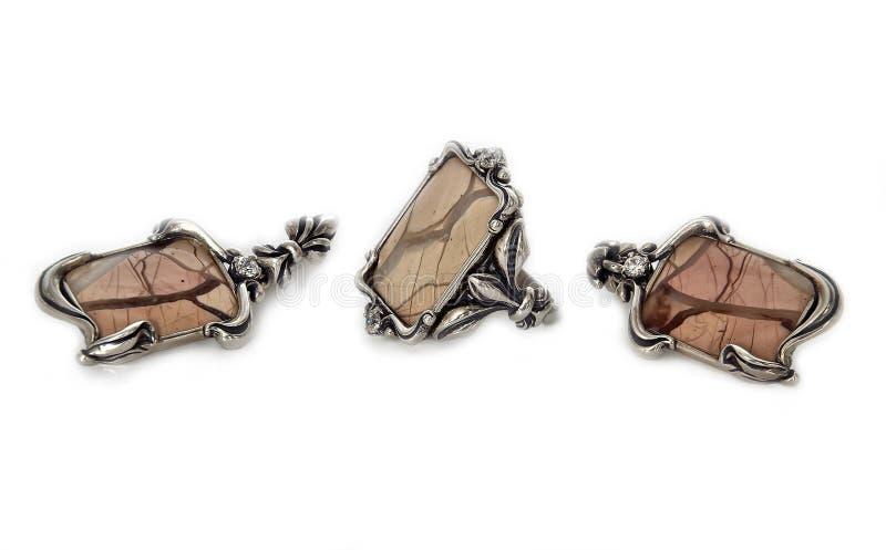 Серебряные прямоугольные ювелирные изделия - кольцо и серьги с розовой яшмой стоковая фотография