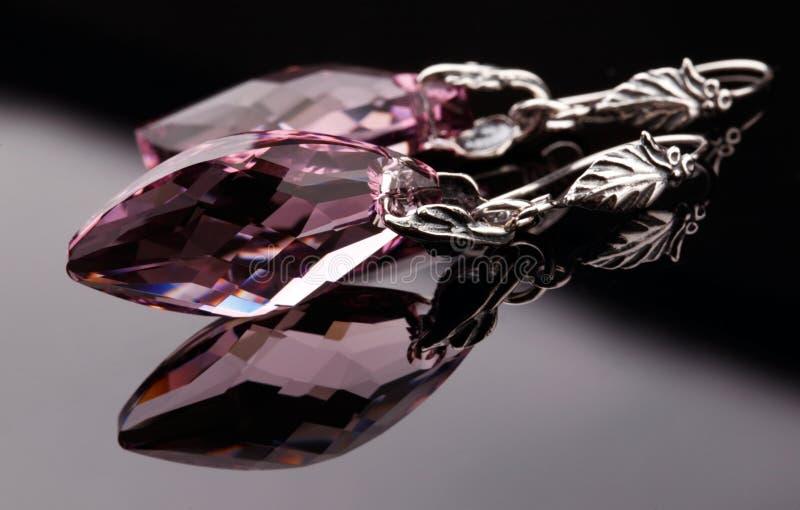 Серебряные серьги с кристаллом Swarovski стоковое изображение
