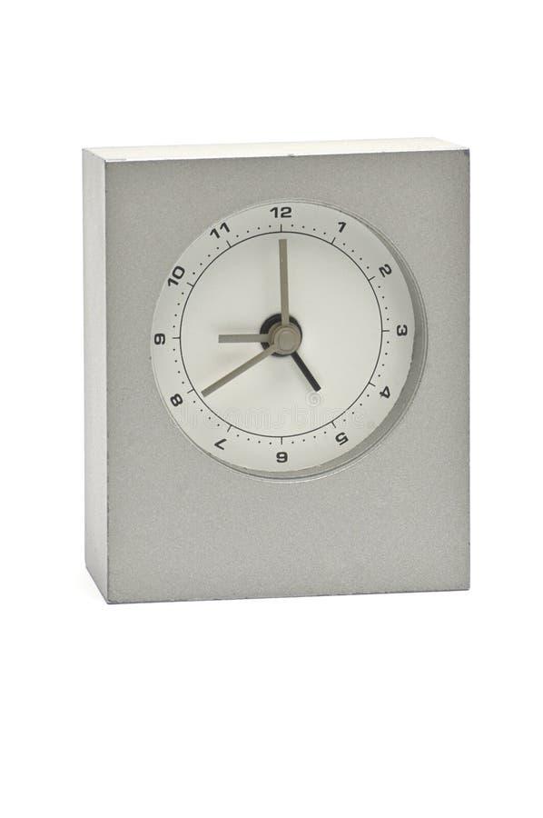 Серебряные часы металла на белой предпосылке Дозор стоковые изображения rf