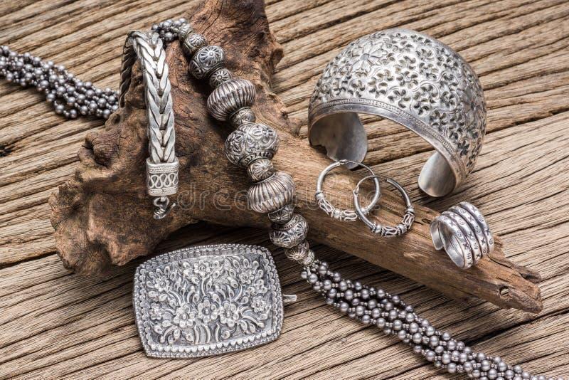 Серебряные ювелирные изделия стоковая фотография