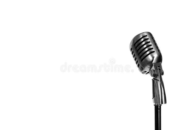 Серебряный винтажный микрофон в студии на белой предпосылке стоковое фото