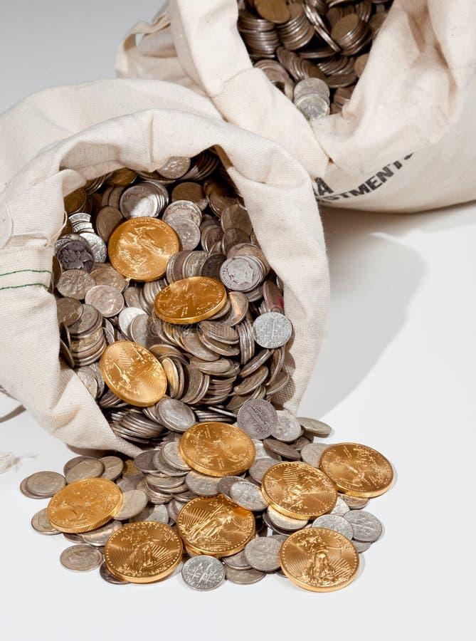 серебр золота монеток мешка стоковые изображения rf