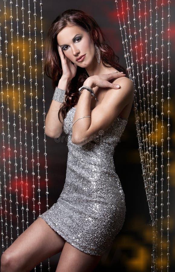серебр платья брюнет стоковое фото rf
