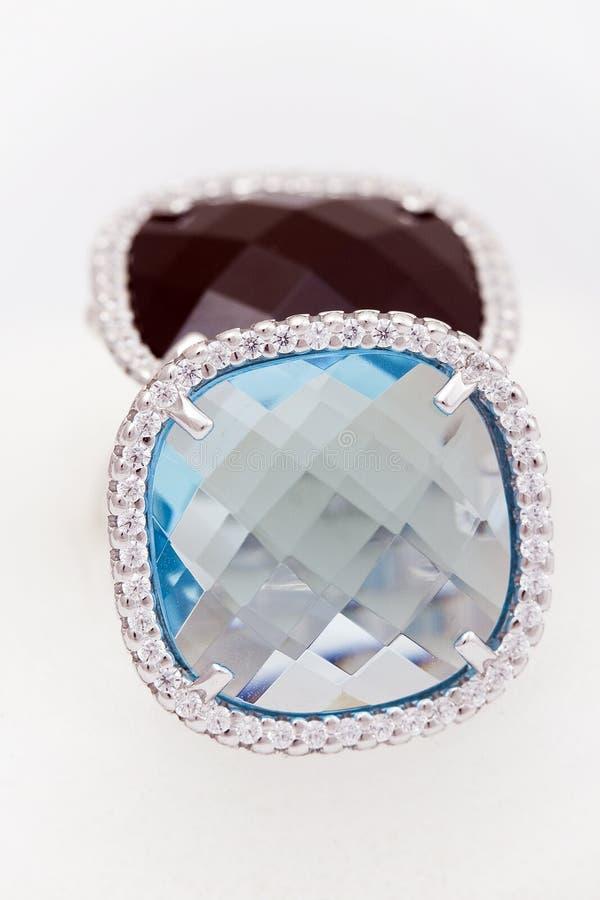 серебр 2 кольца серии диамантов стоковое изображение rf