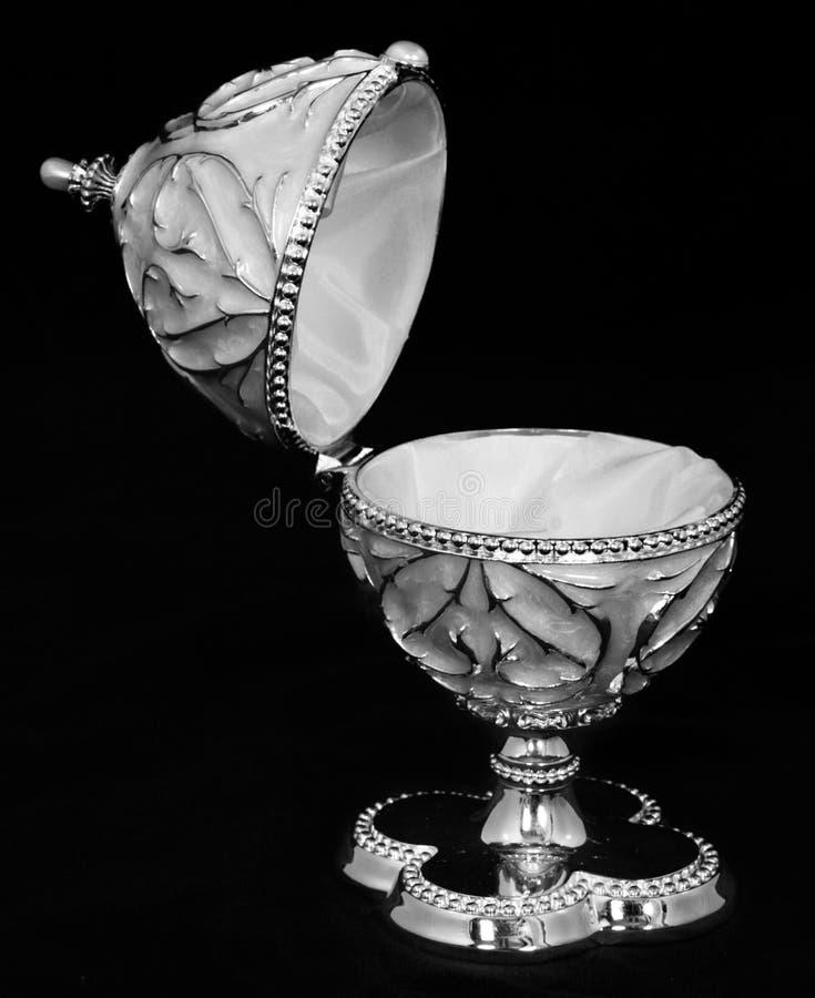 серебр ornamental яичка коробки стоковое изображение