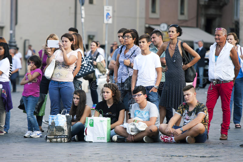 Серии людей туристов выровнянных вверх стоковая фотография rf
