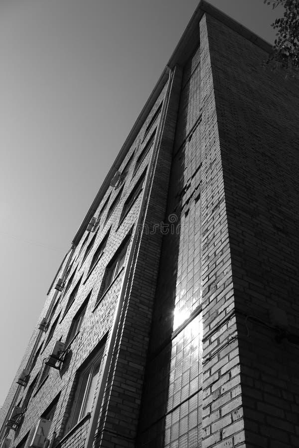 Серое высокое здание стоковые изображения rf