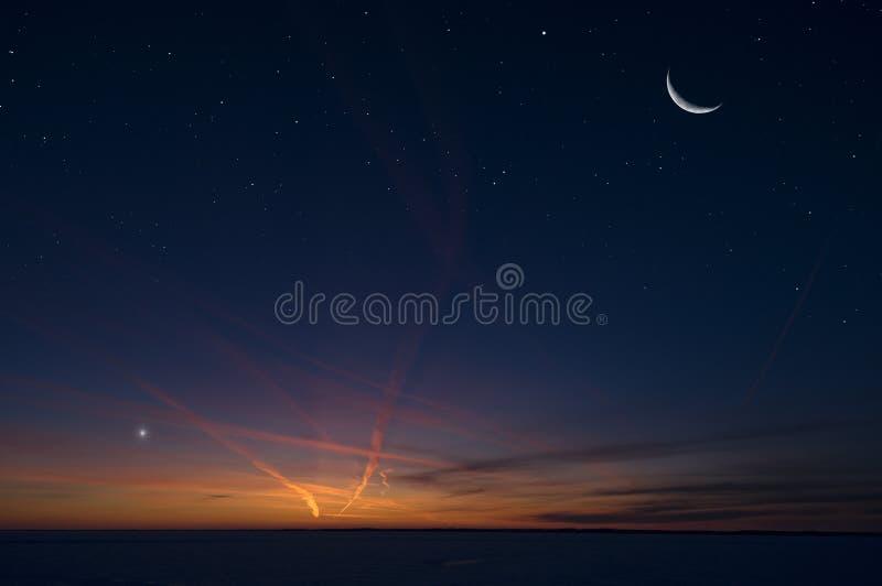 Серповидные луна и ночное небо стоковые изображения rf