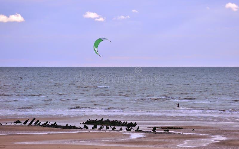 Серфер змея пляжа стоковые изображения rf