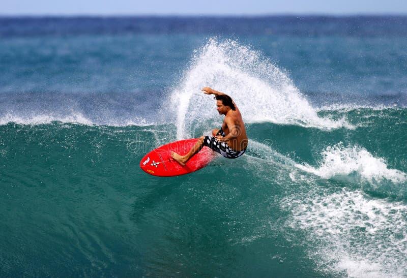 серфер latronic микрофона Гавайских островов профессиональный занимаясь серфингом стоковое изображение