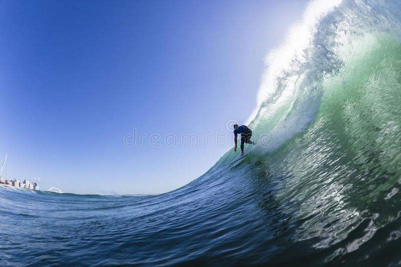 Серфинг высекающ фото воды волны стоковое изображение