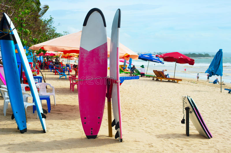 Серфинг на острове Бали стоковая фотография