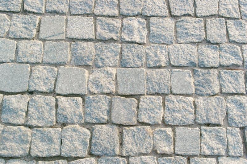 Серые вымощая камни на дороге стоковые фотографии rf