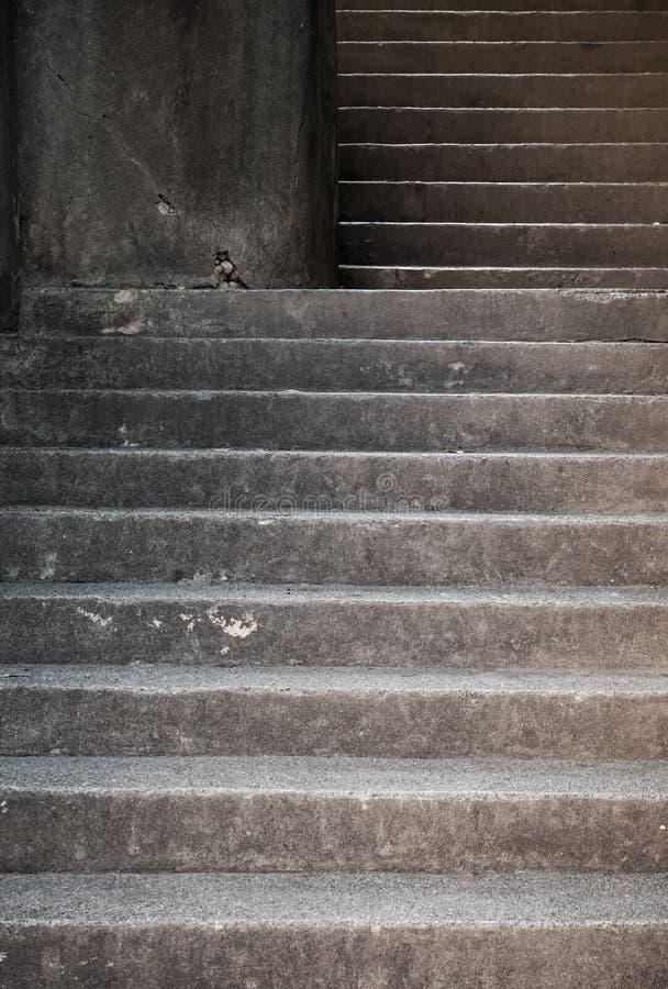 Серые конкретные лестницы стоковая фотография