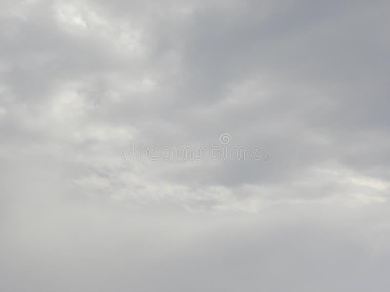 Серые облака перед дождем стоковое фото