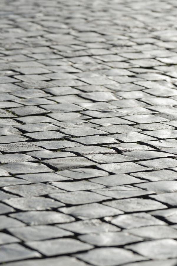 Серый каменный вымощать предпосылки булыжника стоковое фото rf