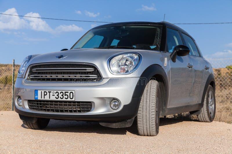 Серый мини кроссовер малолитражного автомобиля соотечественника стоковое изображение