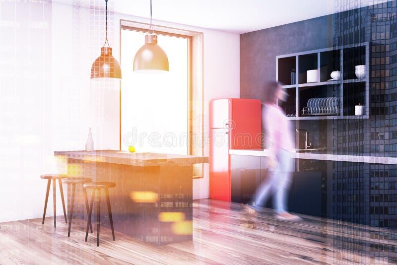 Серый угол кухни, красный тонизированный холодильник стоковые фотографии rf