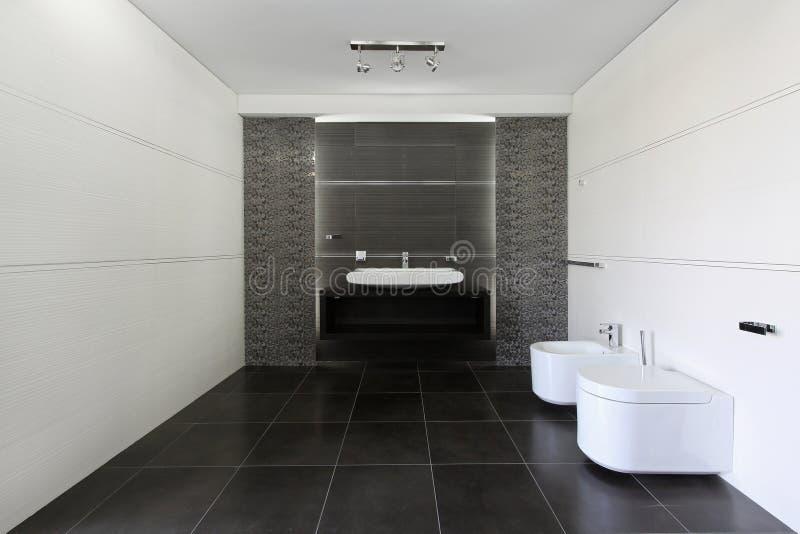 серый цвет ванной комнаты стоковое изображение rf