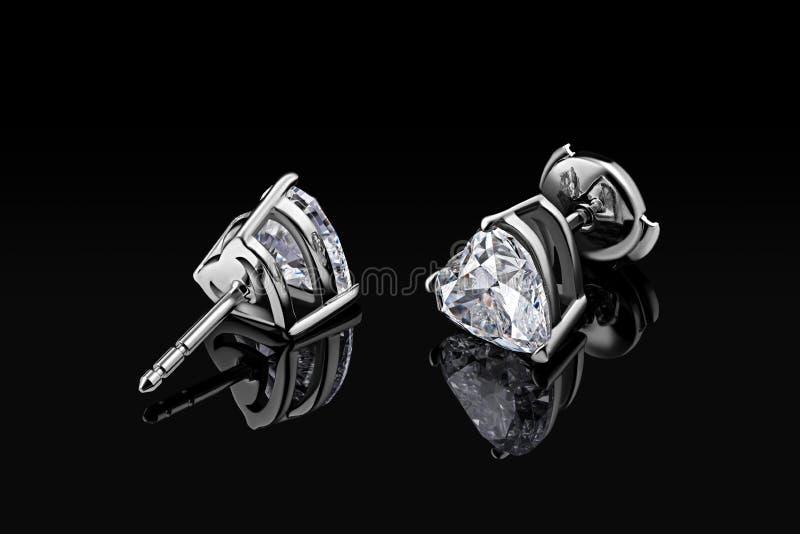 Серьги диаманта Роскошный отрезок формы сердца диаманта драгоценной камня серег изолированный на черной предпосылке стоковое фото