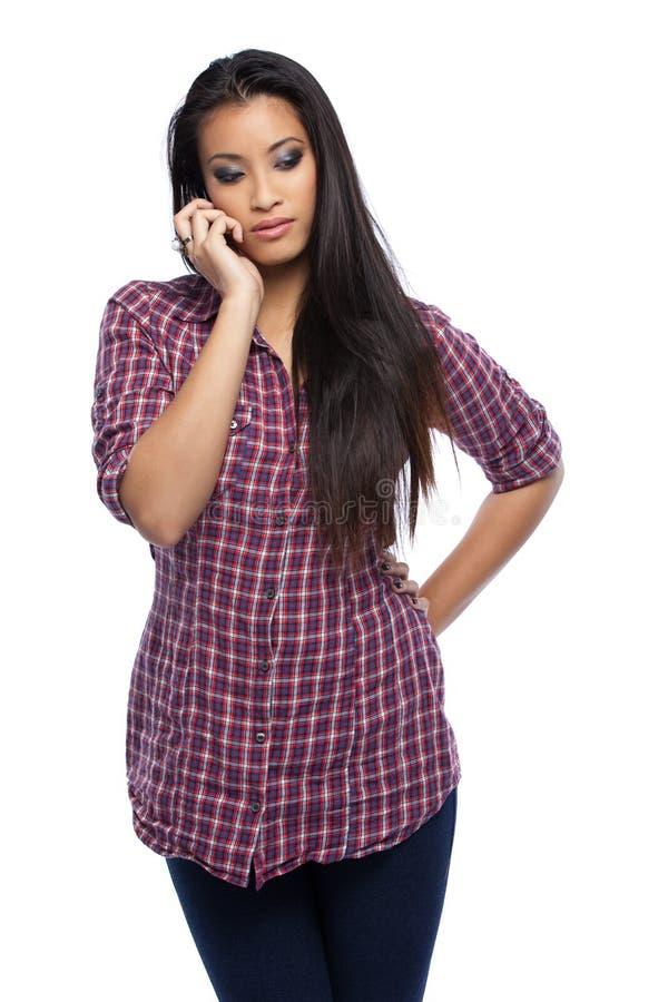 Серьезная азиатская женщина звоня стоковая фотография rf