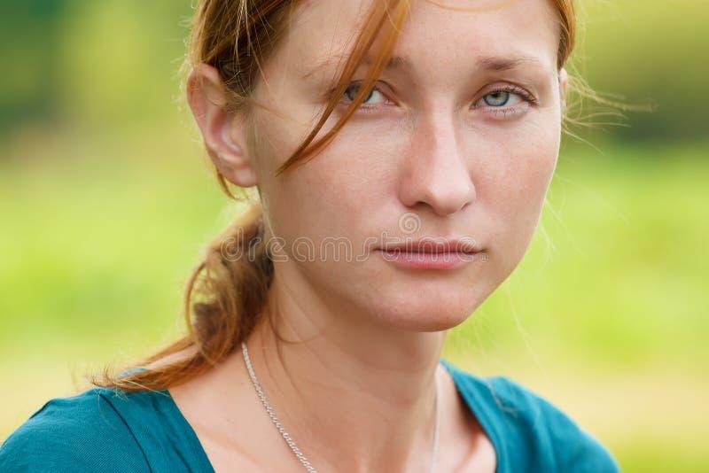 Серьезная женщина стоковое изображение rf