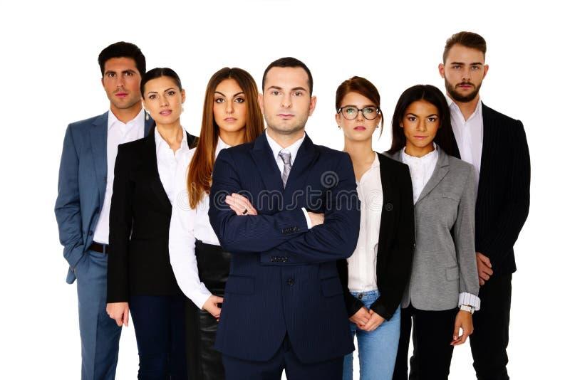 Серьезный бизнесмен водя его команду стоковые изображения rf